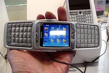 クリックで拡大ポップアップ Nokia_e70j_2