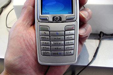 クリックで拡大ポップアップ Nokia_e70j_3