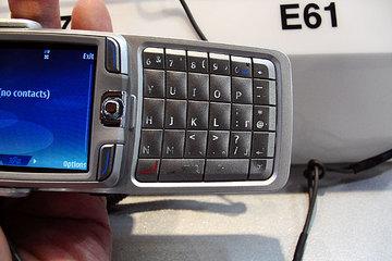 クリックで拡大ポップアップ Nokia_e70j_4
