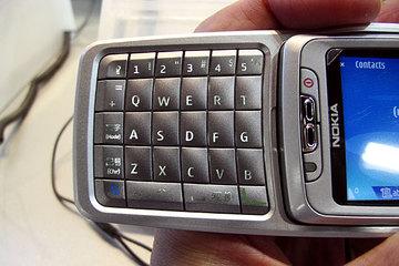 クリックで拡大ポップアップ Nokia_e70j_5
