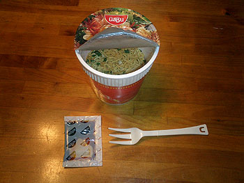 I味付け用の液体スープも入っている